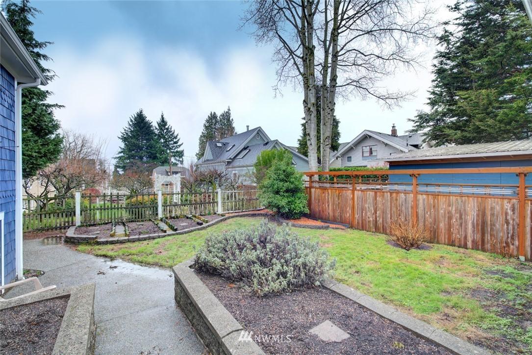 Sold Property | 4207 Burke Avenue N Seattle, WA 98103 3