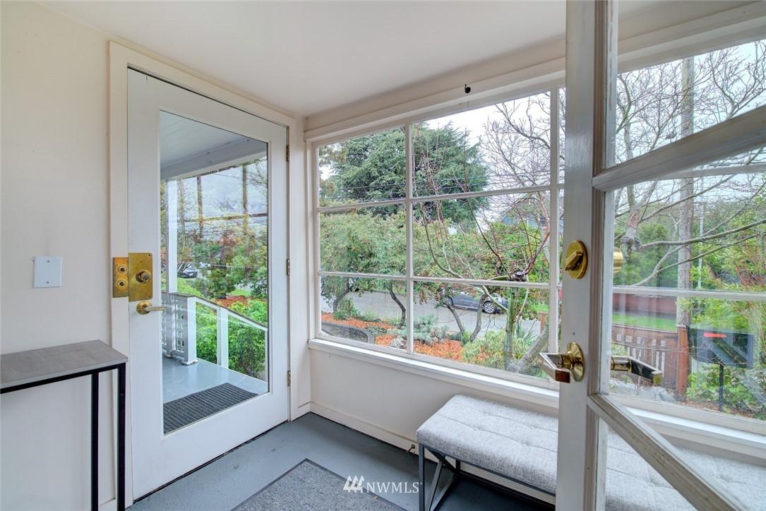 Sold Property | 4207 Burke Avenue N Seattle, WA 98103 5