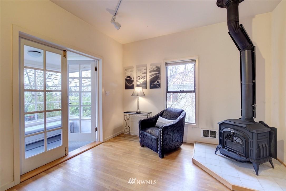 Sold Property | 4207 Burke Avenue N Seattle, WA 98103 6