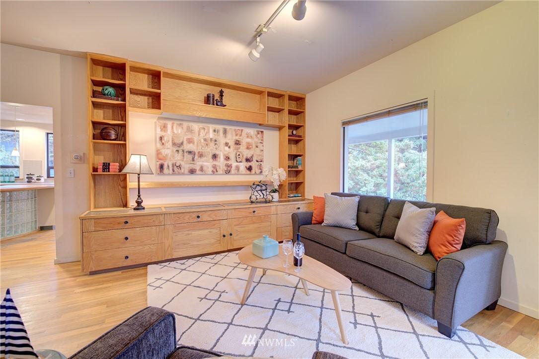 Sold Property | 4207 Burke Avenue N Seattle, WA 98103 7