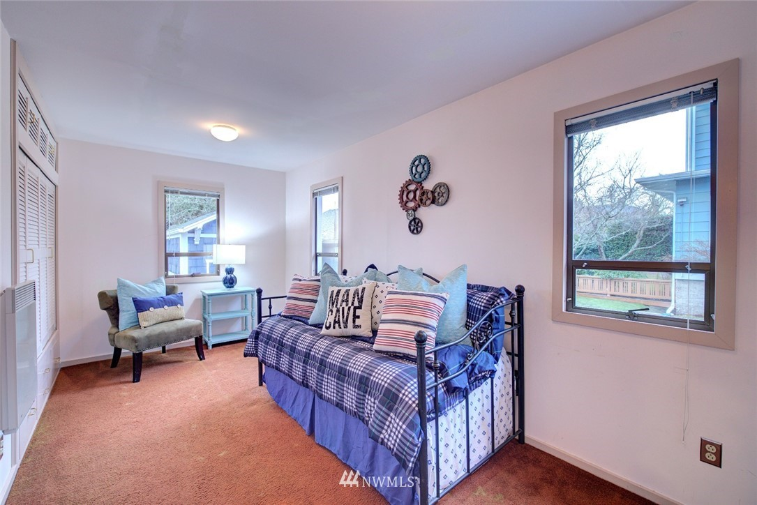 Sold Property | 4207 Burke Avenue N Seattle, WA 98103 12