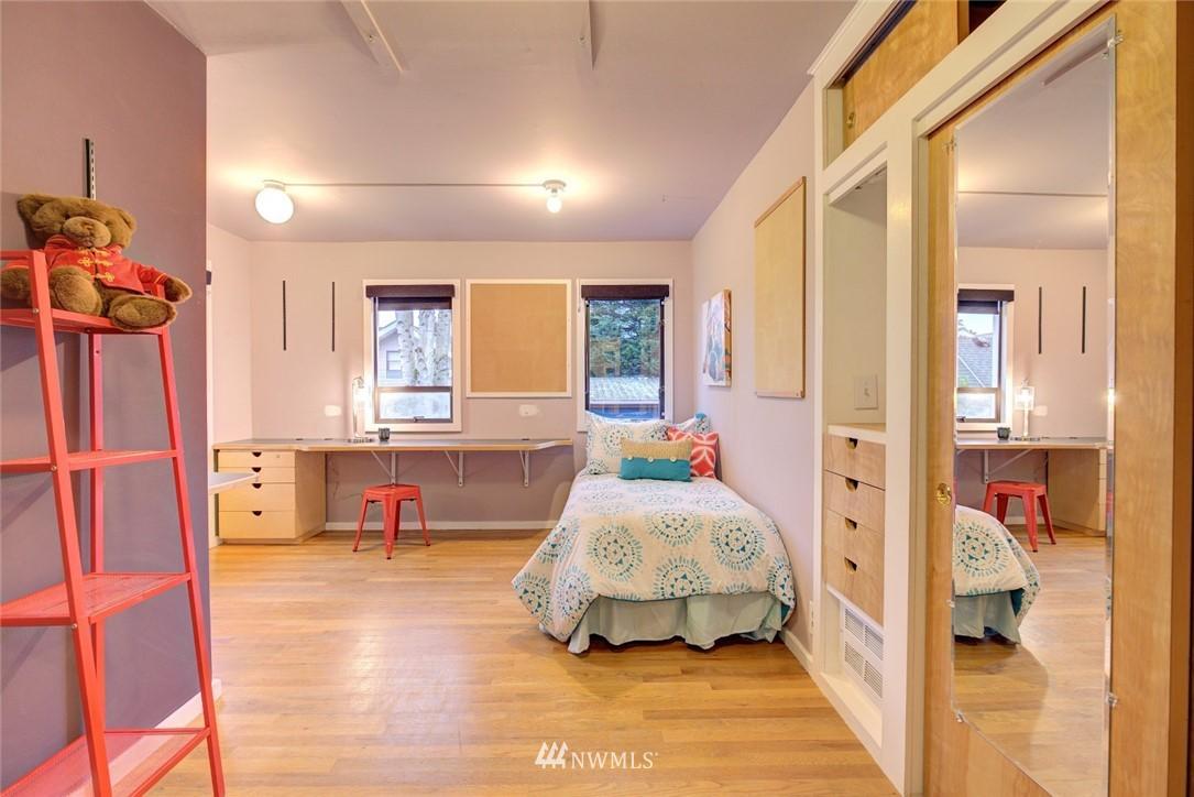 Sold Property | 4207 Burke Avenue N Seattle, WA 98103 13