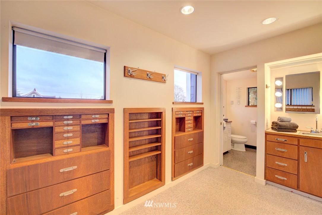 Sold Property | 4207 Burke Avenue N Seattle, WA 98103 16