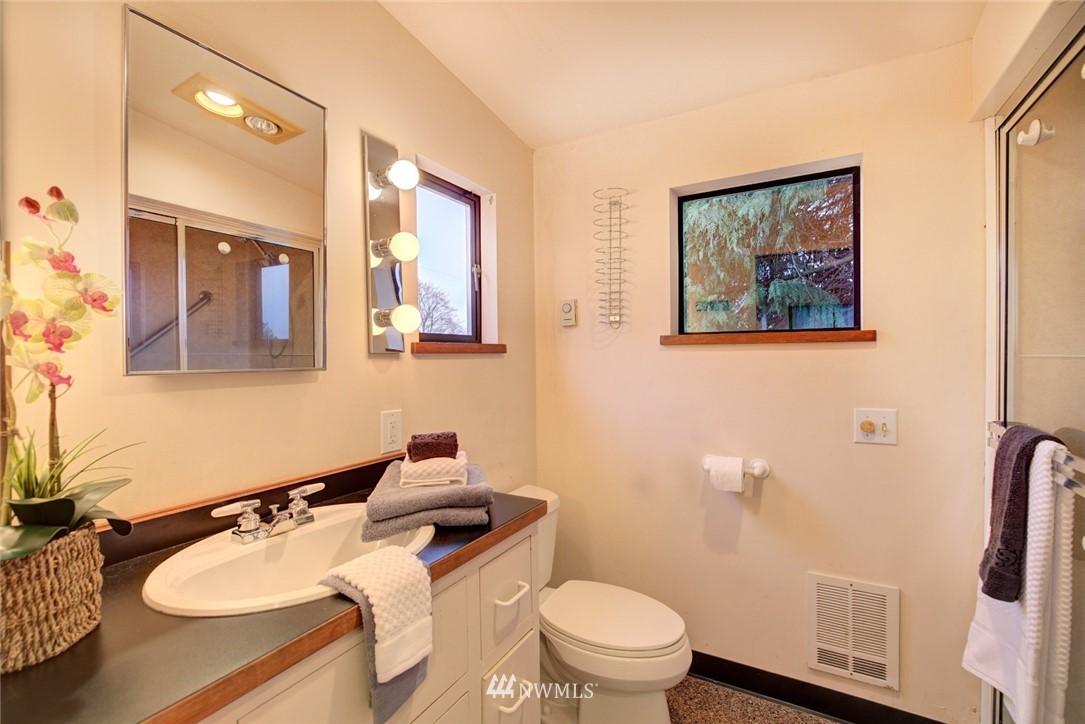 Sold Property | 4207 Burke Avenue N Seattle, WA 98103 17