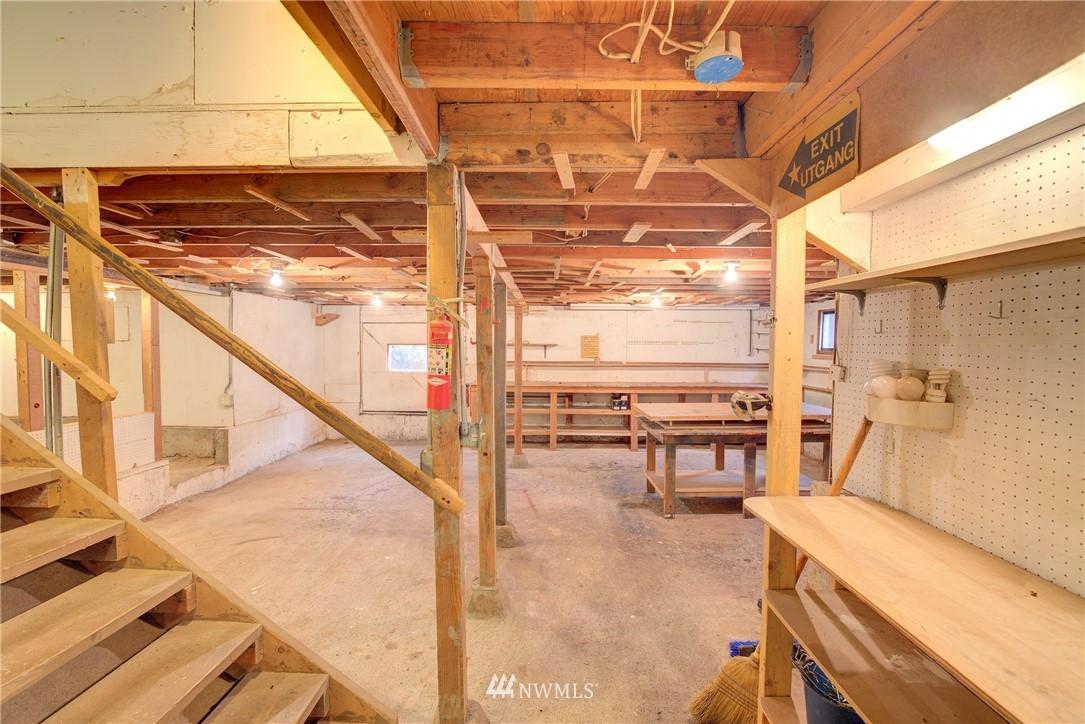 Sold Property | 4207 Burke Avenue N Seattle, WA 98103 18