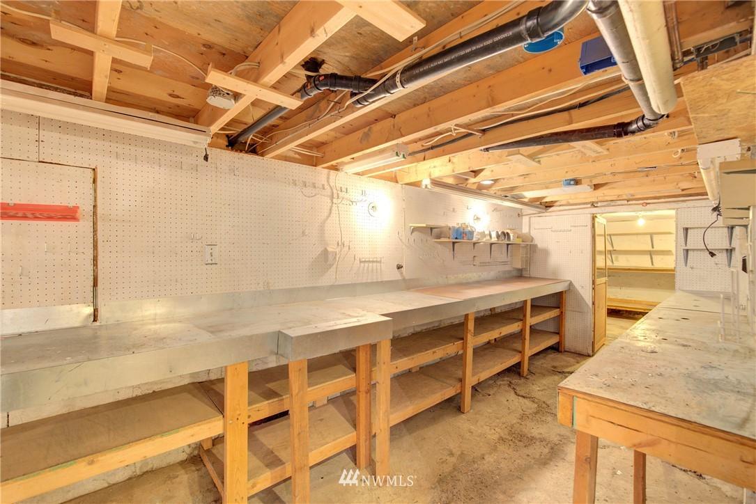 Sold Property | 4207 Burke Avenue N Seattle, WA 98103 19