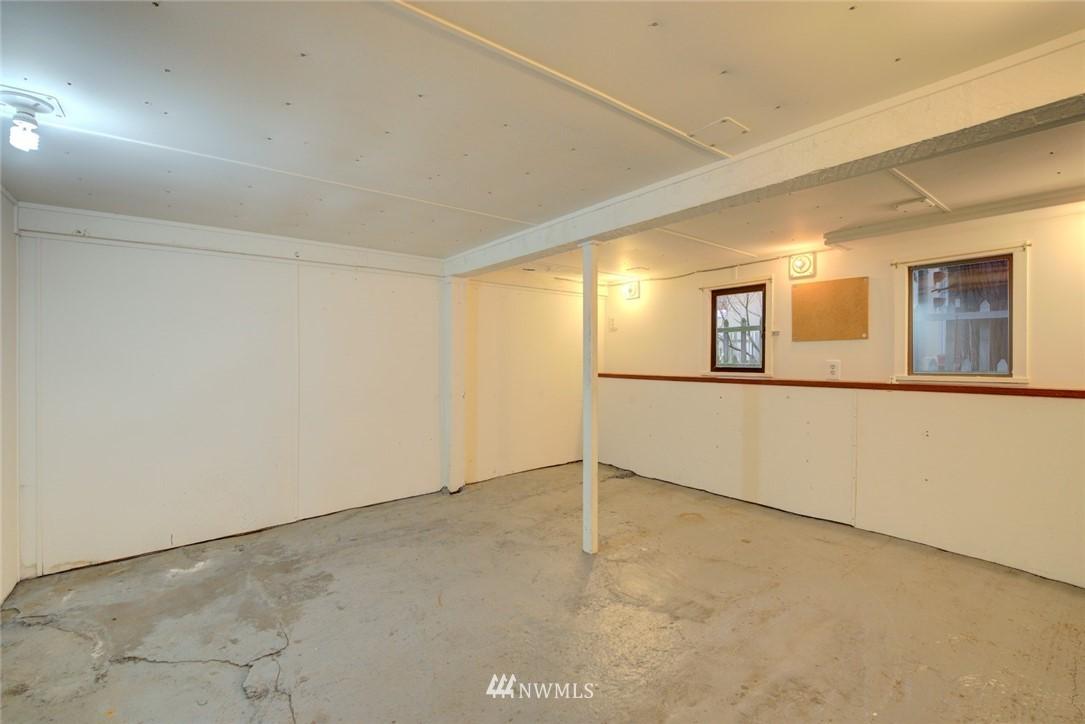 Sold Property | 4207 Burke Avenue N Seattle, WA 98103 20