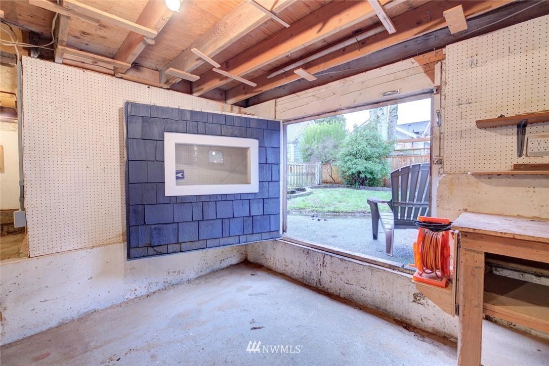 Sold Property | 4207 Burke Avenue N Seattle, WA 98103 21