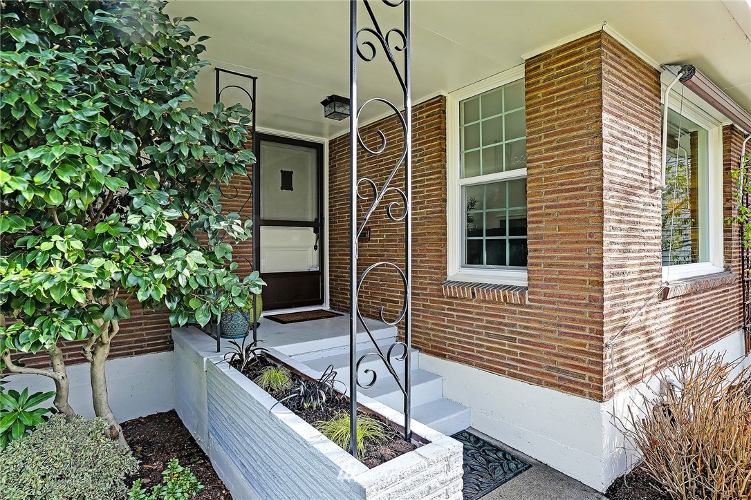 Sold Property | 8012 Corliss Avenue N Seattle, WA 98103 1