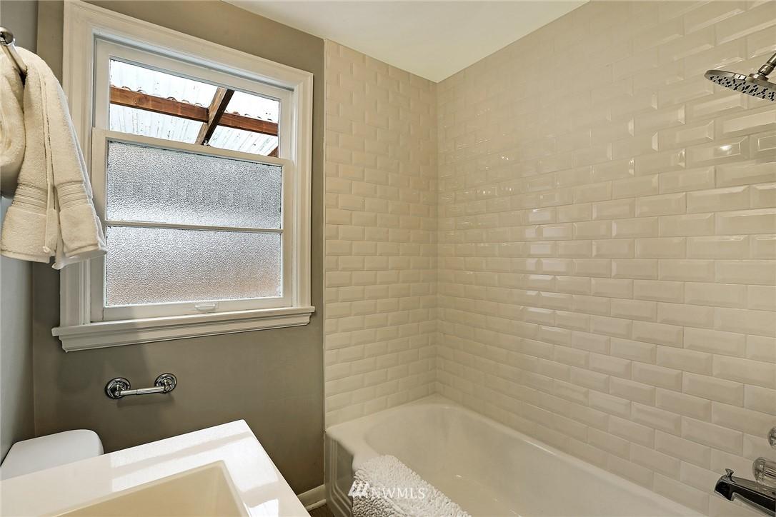 Sold Property   4754 35th Avenue NE Seattle, WA 98105 12