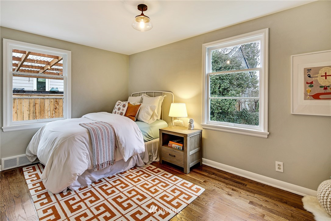 Sold Property   4754 35th Avenue NE Seattle, WA 98105 13