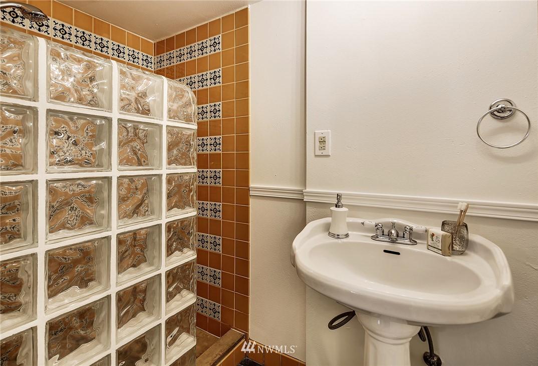 Sold Property   4754 35th Avenue NE Seattle, WA 98105 17