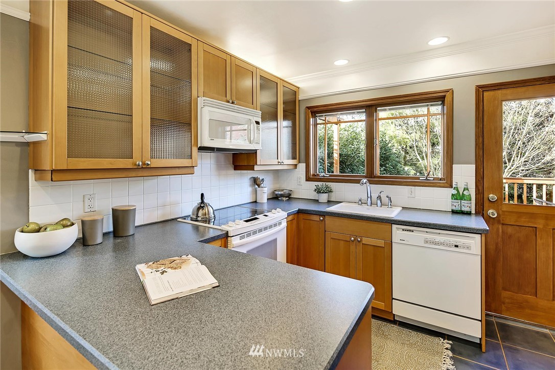 Sold Property   7749 Mary Avenue NW Seattle, WA 98117 6