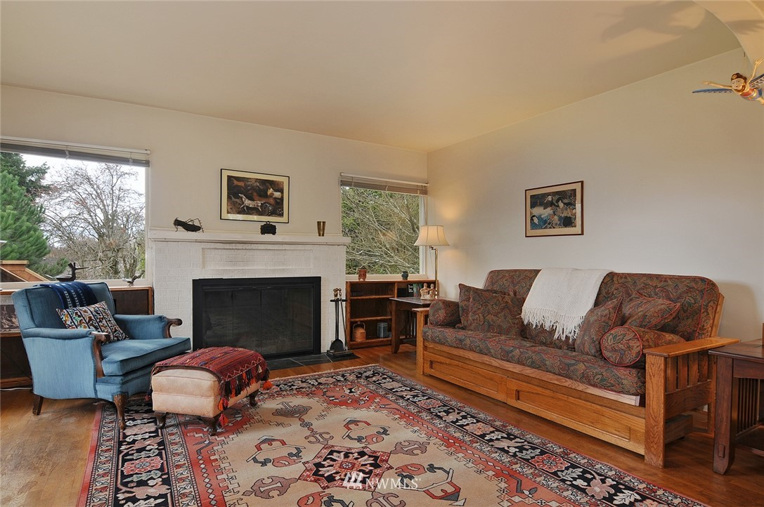 Sold Property | 10527 Palatine Avenue N Seattle, WA 98133 3