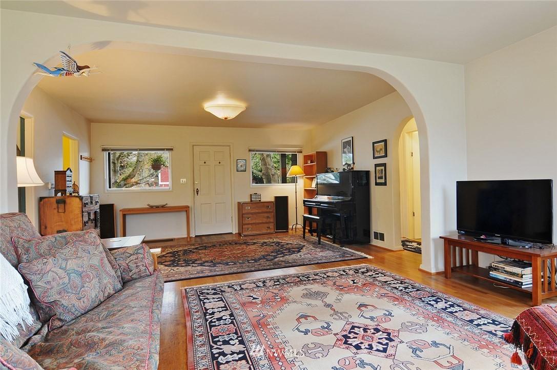 Sold Property | 10527 Palatine Avenue N Seattle, WA 98133 2