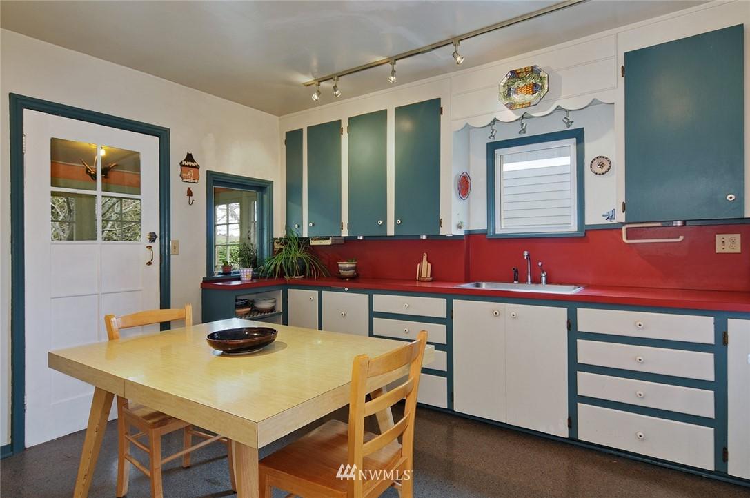 Sold Property | 10527 Palatine Avenue N Seattle, WA 98133 4