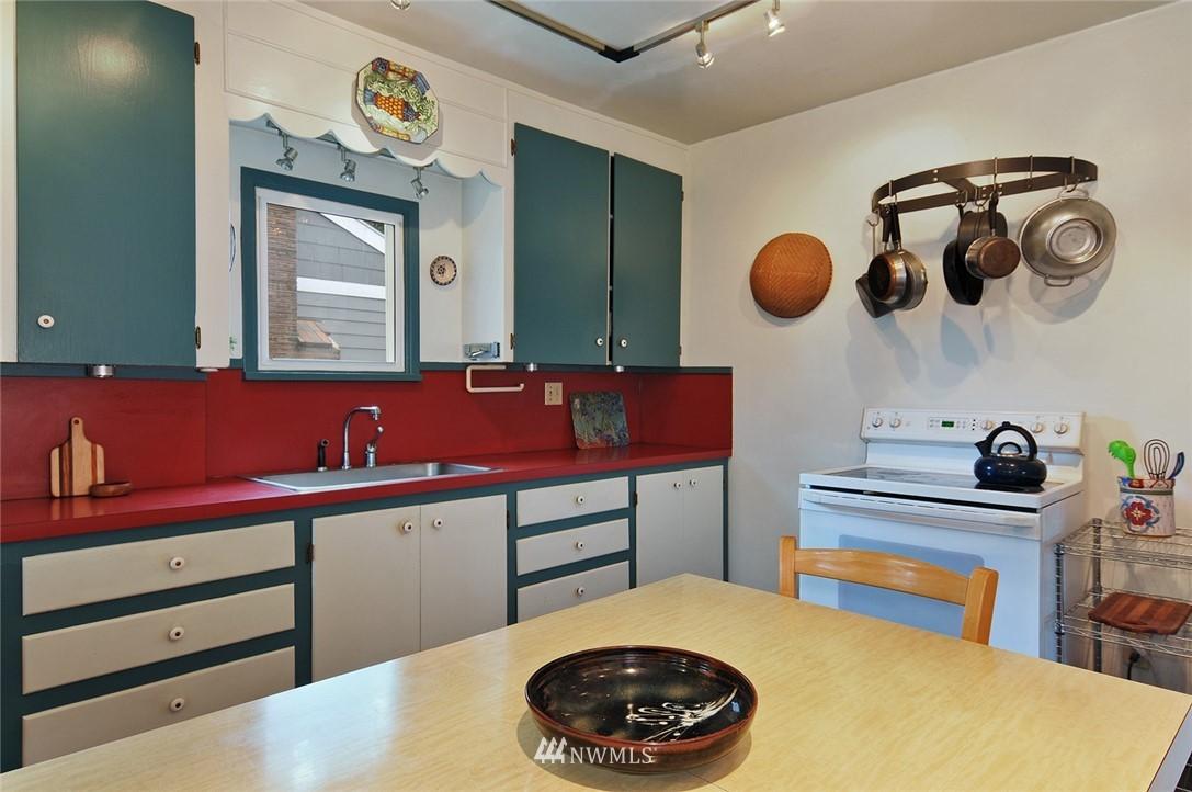 Sold Property | 10527 Palatine Avenue N Seattle, WA 98133 5