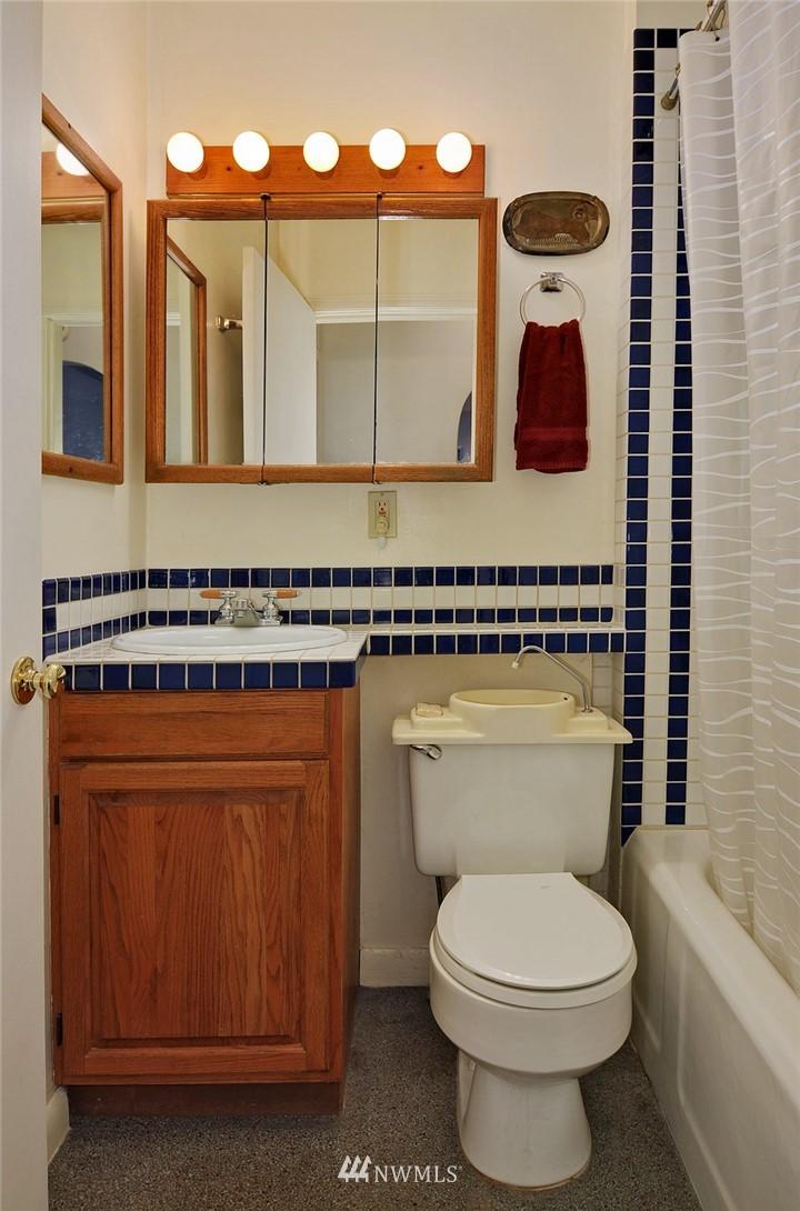 Sold Property | 10527 Palatine Avenue N Seattle, WA 98133 8
