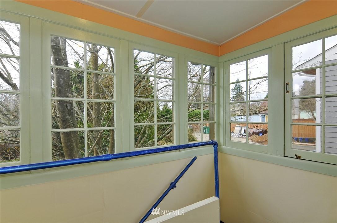 Sold Property | 10527 Palatine Avenue N Seattle, WA 98133 9