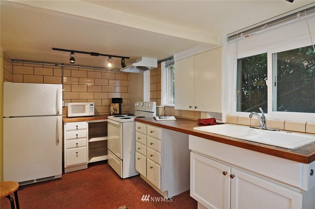 Sold Property | 10527 Palatine Avenue N Seattle, WA 98133 11