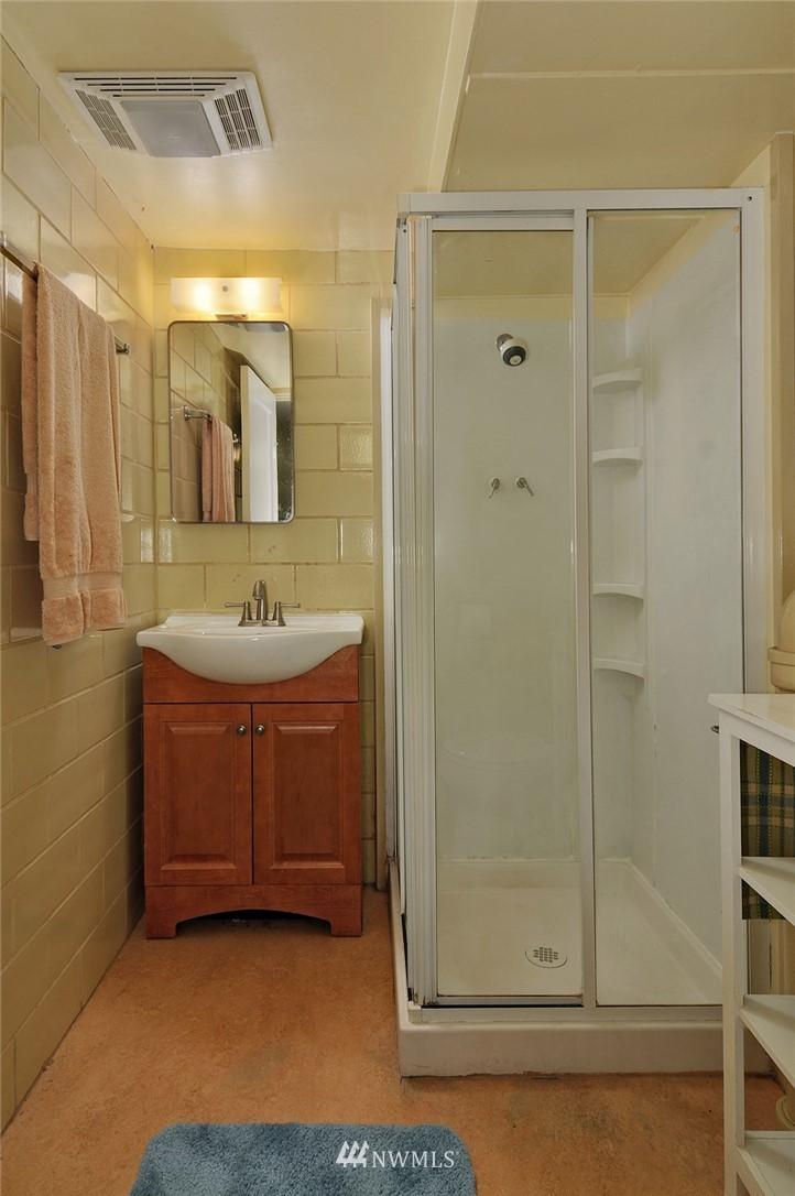 Sold Property | 10527 Palatine Avenue N Seattle, WA 98133 14