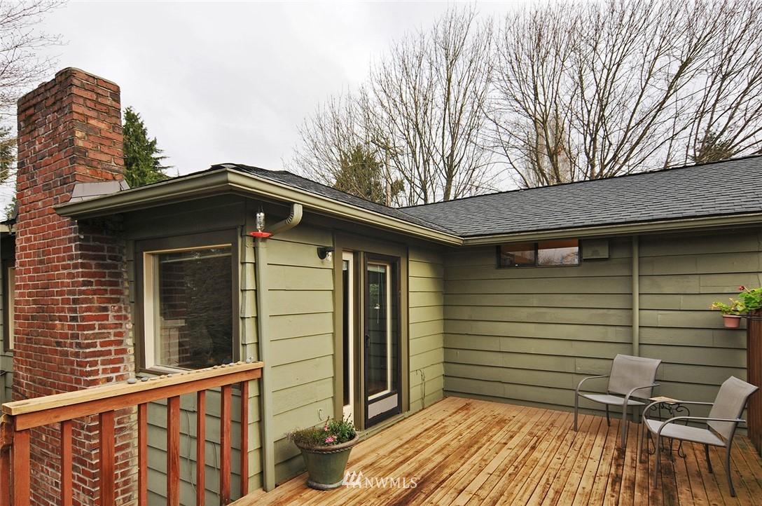 Sold Property | 10527 Palatine Avenue N Seattle, WA 98133 17