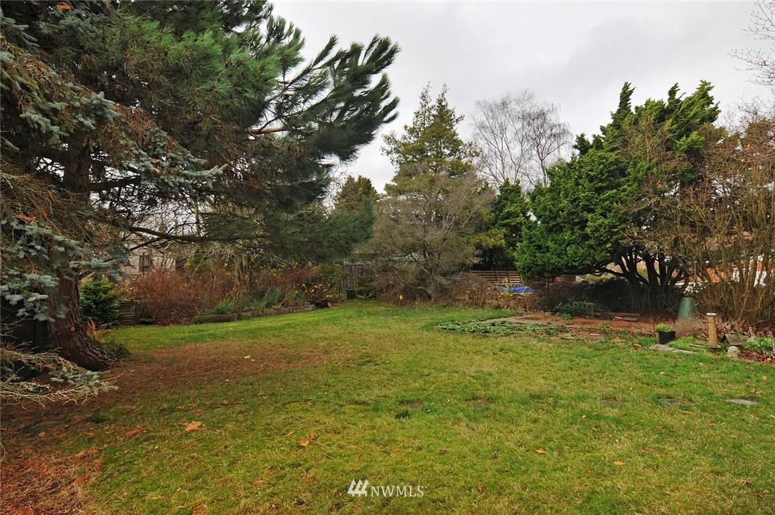 Sold Property | 10527 Palatine Avenue N Seattle, WA 98133 18