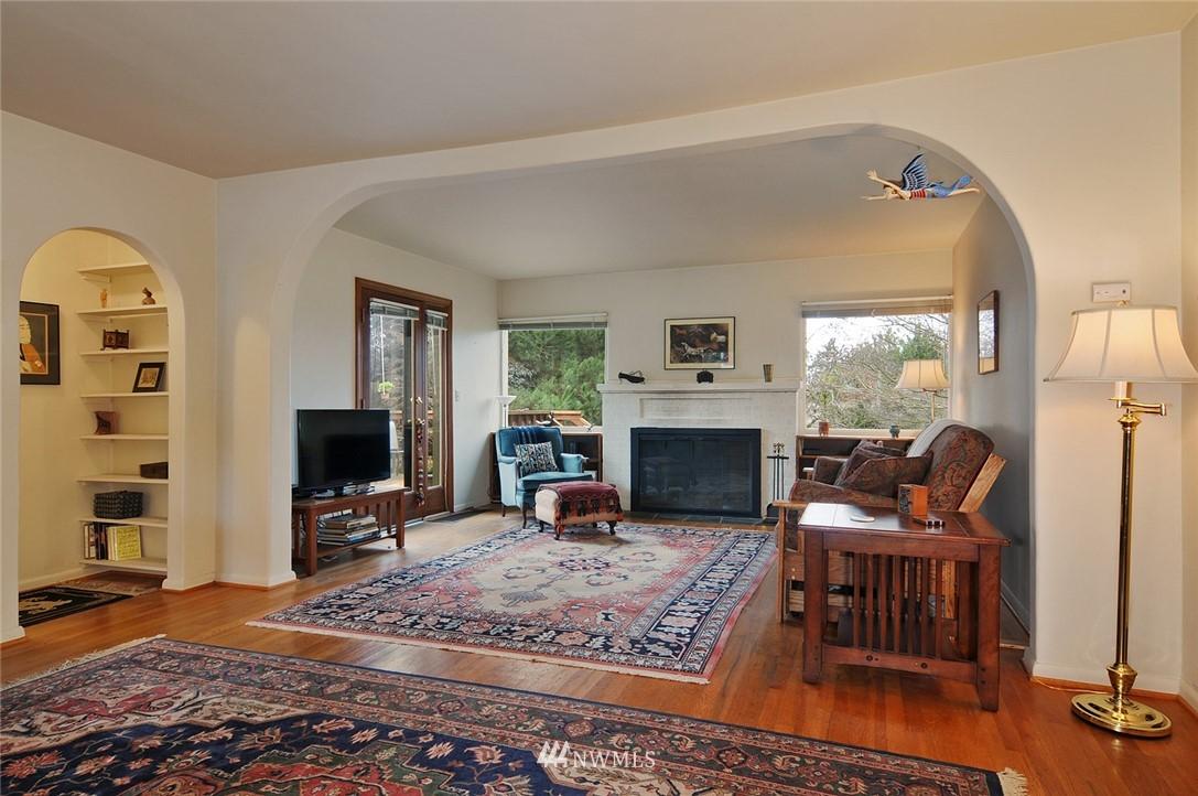 Sold Property | 10527 Palatine Avenue N Seattle, WA 98133 1