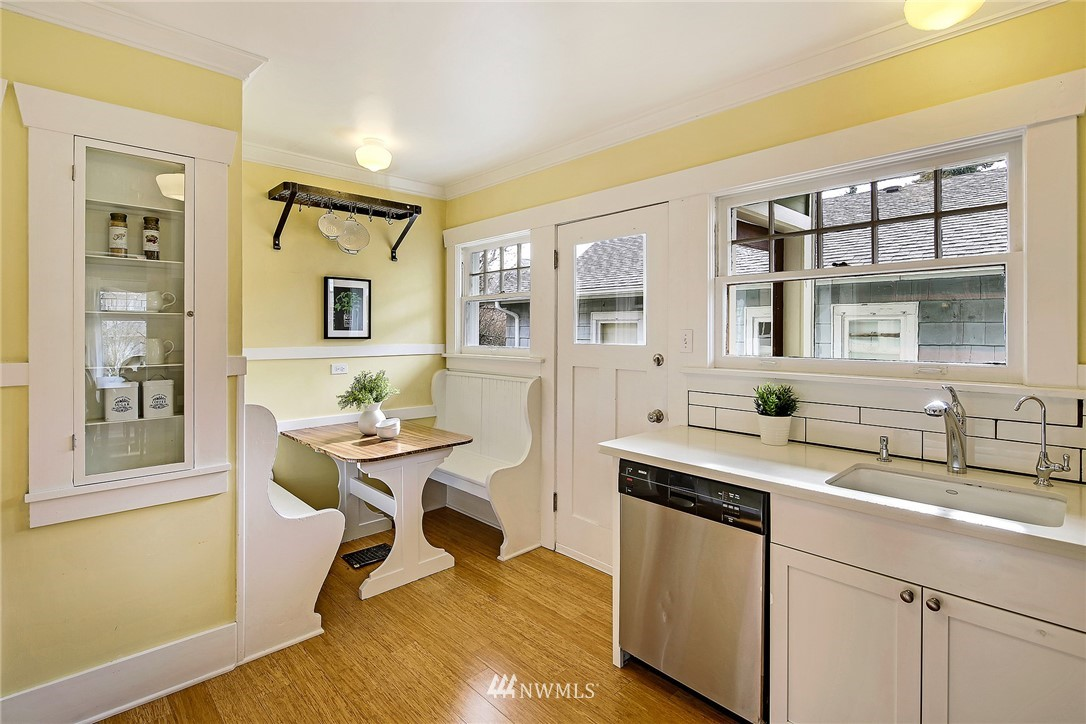 Sold Property   3926 Wallingford Avenue N Seattle, WA 98103 9