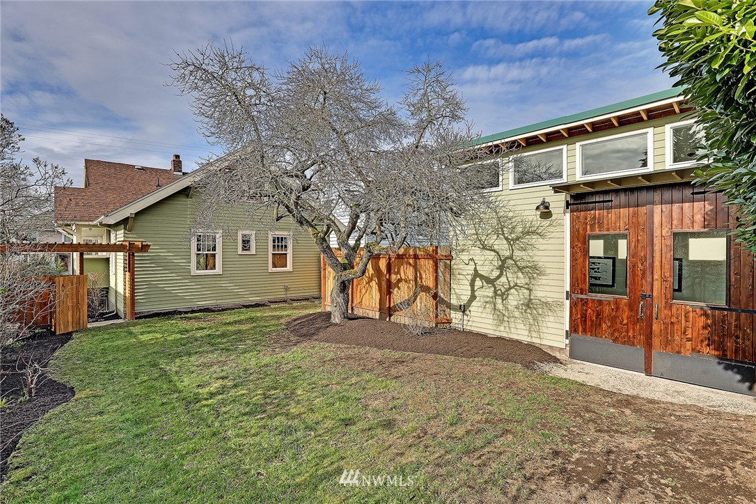 Sold Property   3926 Wallingford Avenue N Seattle, WA 98103 23