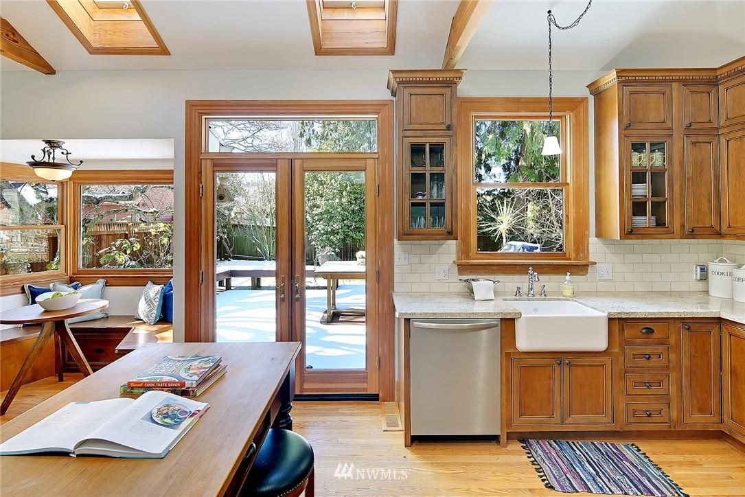 Sold Property   4515 31st Avenue W Seattle, WA 98199 7