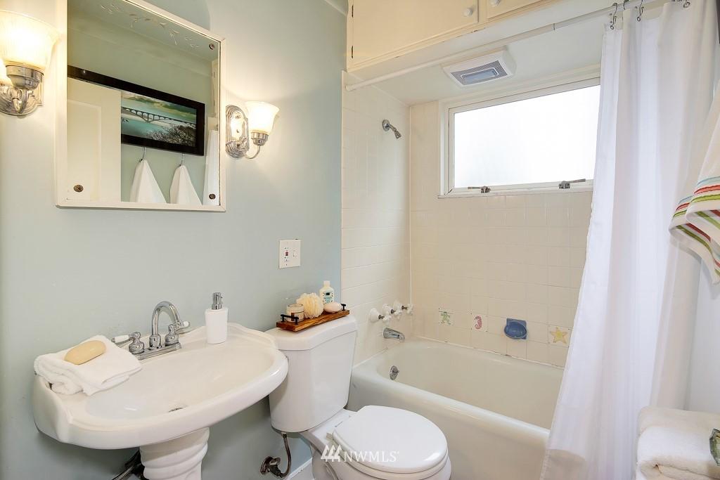 Sold Property | 835 NE 96th Street Seattle, WA 98115 10
