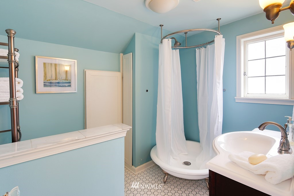 Sold Property | 835 NE 96th Street Seattle, WA 98115 13