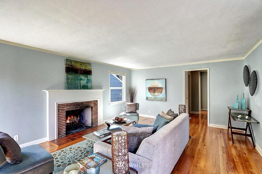 Sold Property | 6845 23rd Avenue NE Seattle, WA 98115 3