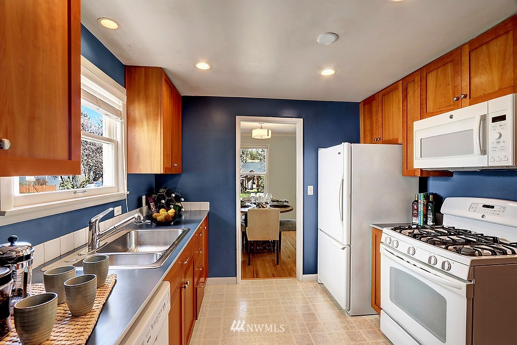 Sold Property | 6845 23rd Avenue NE Seattle, WA 98115 7