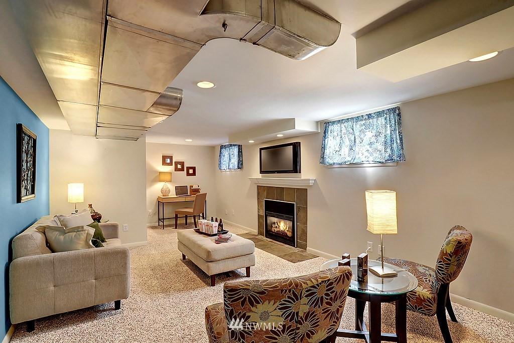 Sold Property | 6845 23rd Avenue NE Seattle, WA 98115 12