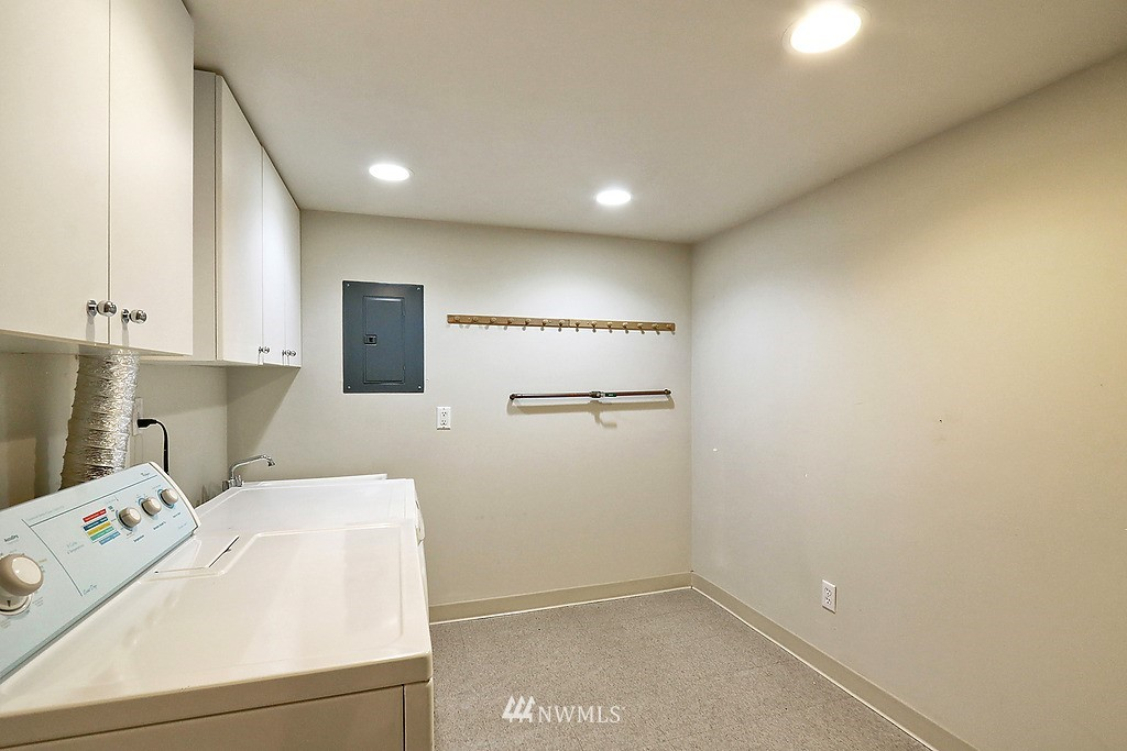 Sold Property | 6845 23rd Avenue NE Seattle, WA 98115 14