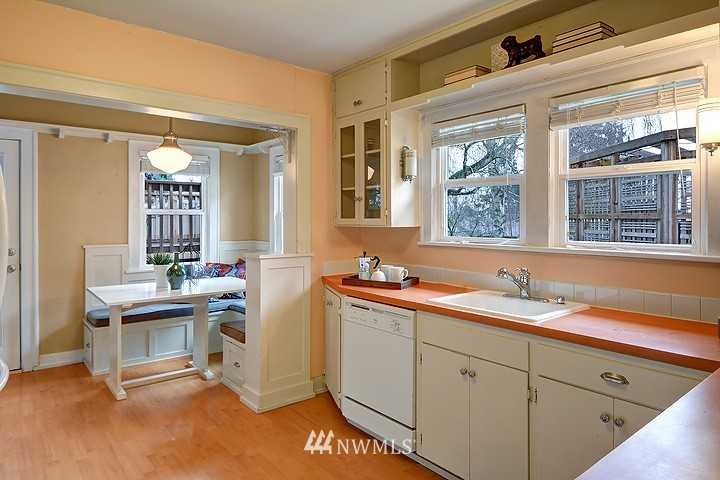 Sold Property   8508 15th Avenue NE Seattle, WA 98115 4