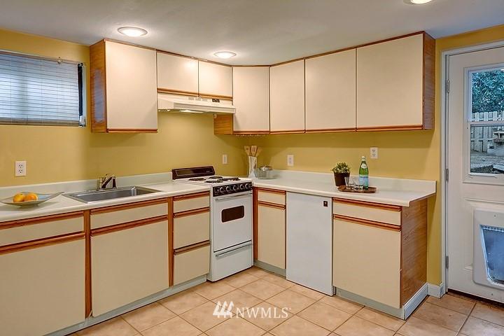 Sold Property   8508 15th Avenue NE Seattle, WA 98115 12