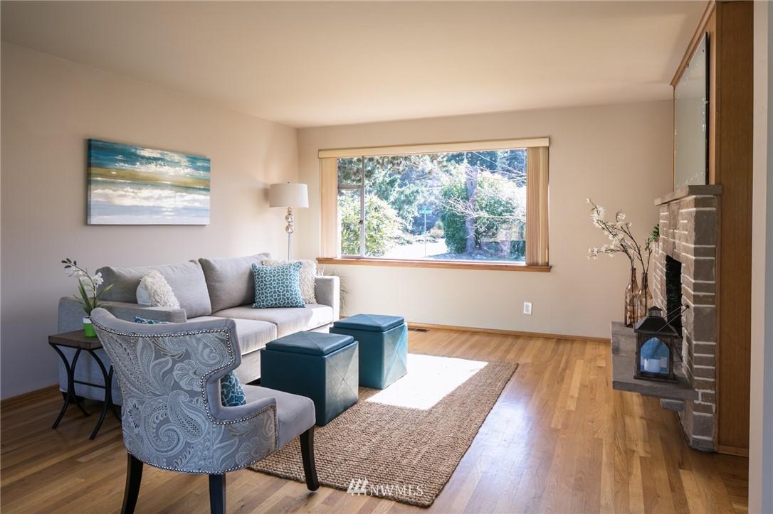 Sold Property | 10387 44th Avenue NE Seattle, WA 98125 4