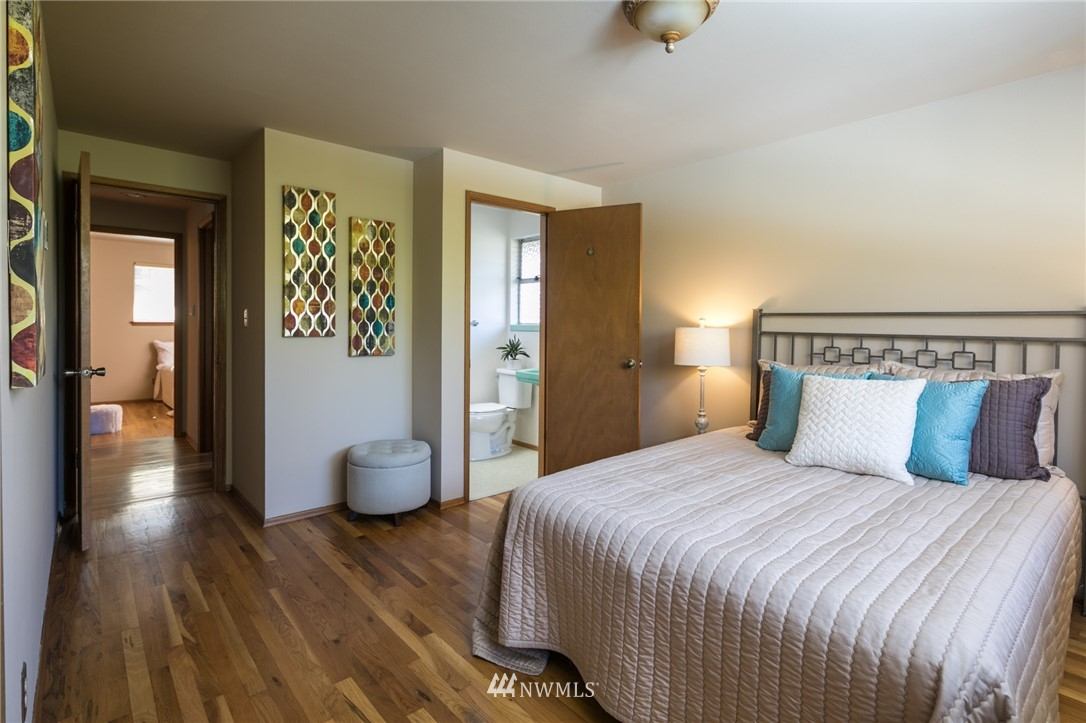 Sold Property | 10387 44th Avenue NE Seattle, WA 98125 9