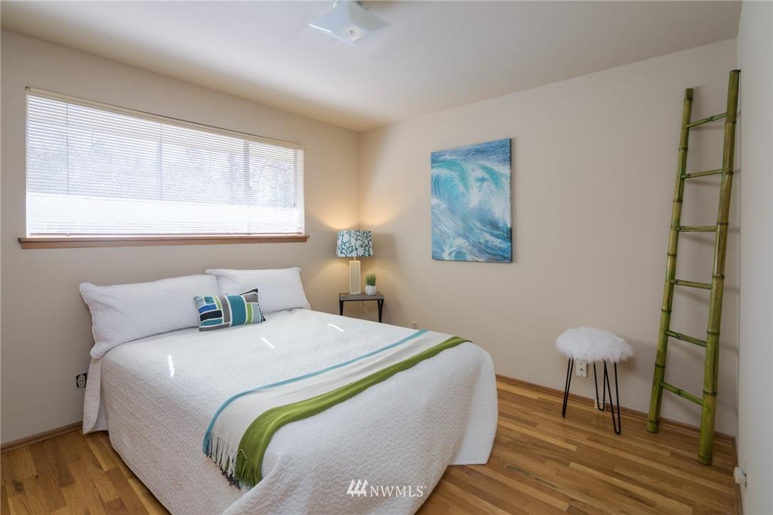 Sold Property | 10387 44th Avenue NE Seattle, WA 98125 11