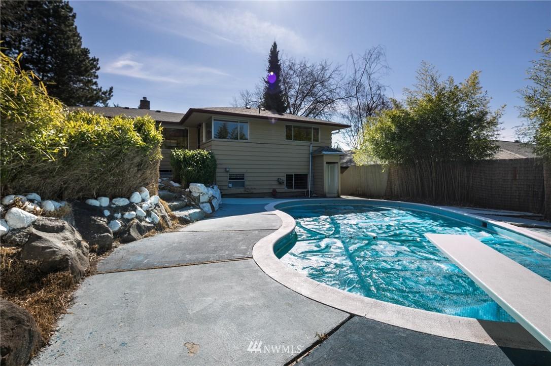 Sold Property | 10387 44th Avenue NE Seattle, WA 98125 16