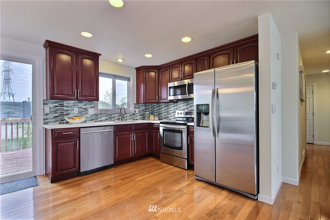 Sold Property | 6521 33rd Avenue S Seattle, WA 98118 4