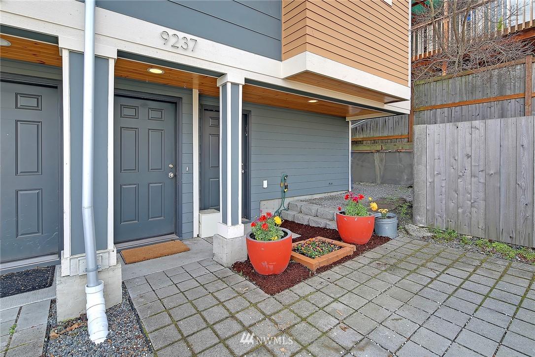 Sold Property   9237 Linden Avenue N Seattle, WA 98103 14