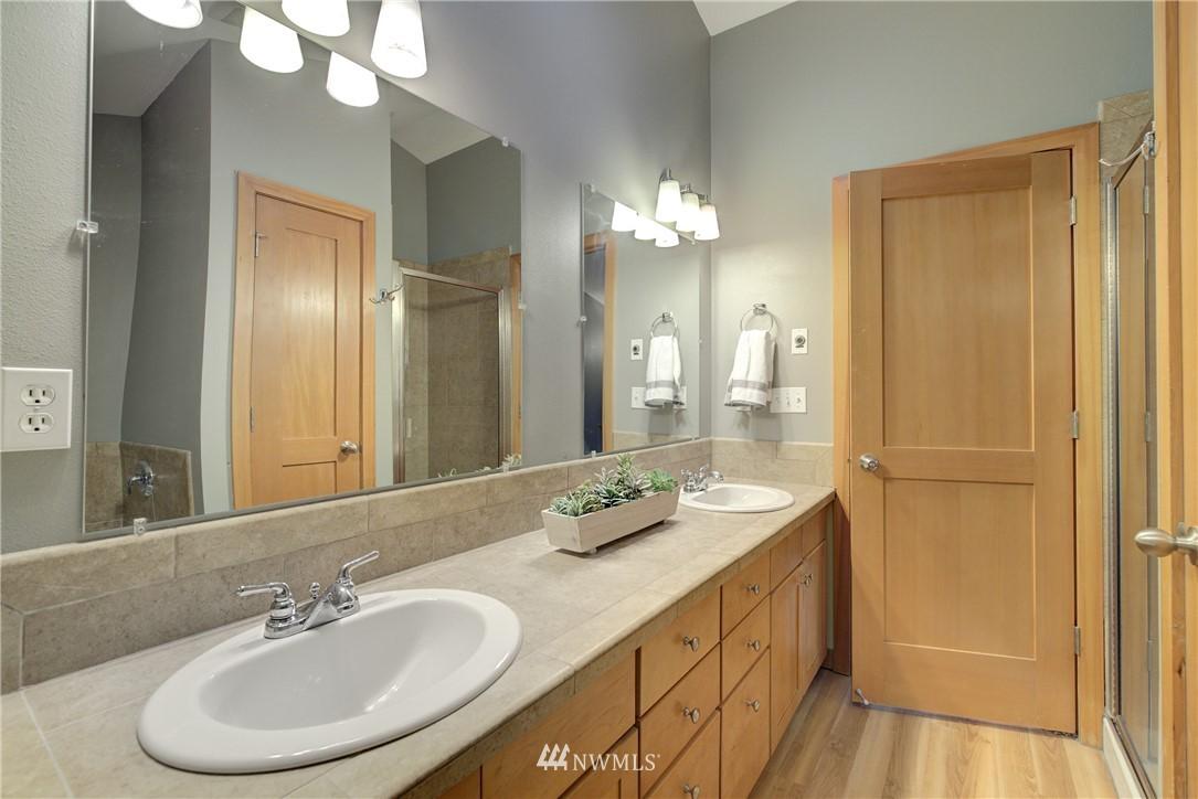 Sold Property   9243 Ashworth Avenue N #B Seattle, WA 98103 21