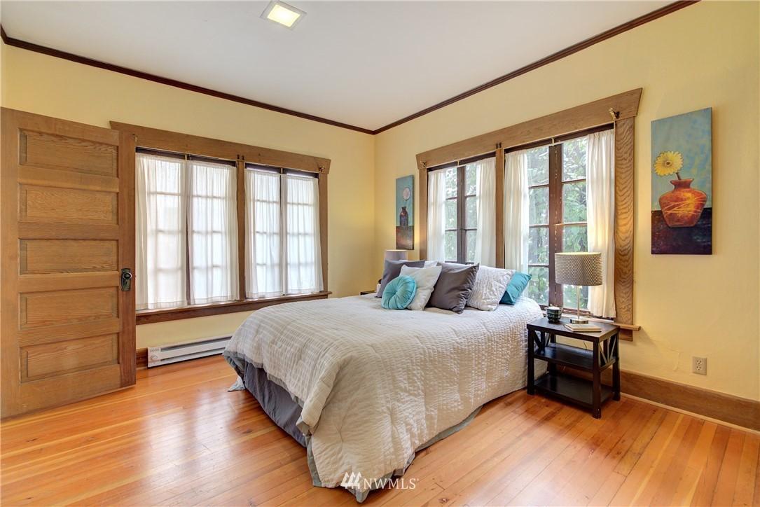 Sold Property | 1330 N Lucas Place Seattle, WA 98103 10
