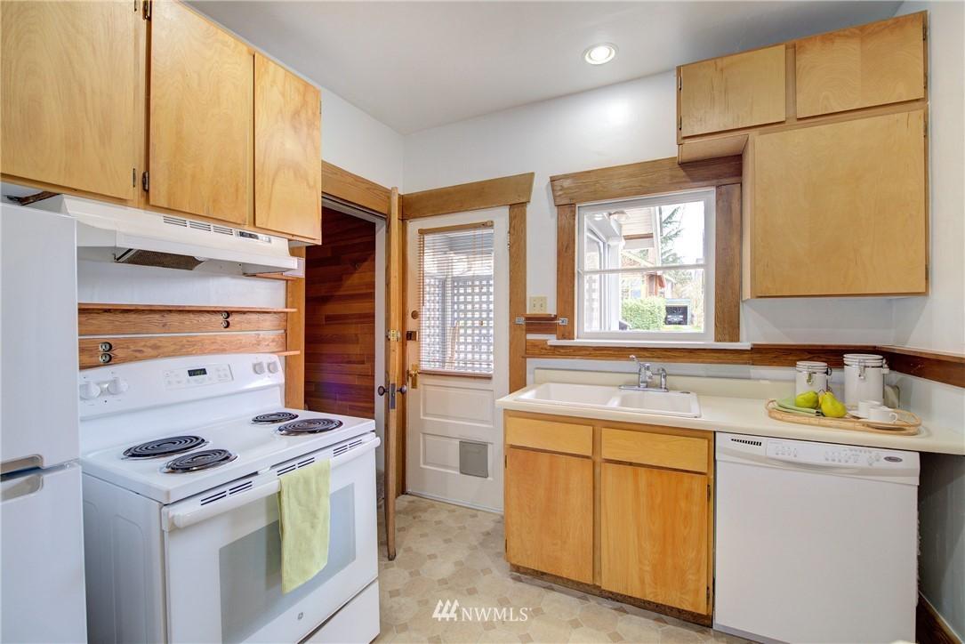 Sold Property | 1330 N Lucas Place Seattle, WA 98103 5