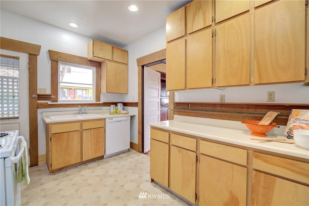 Sold Property | 1330 N Lucas Place Seattle, WA 98103 6