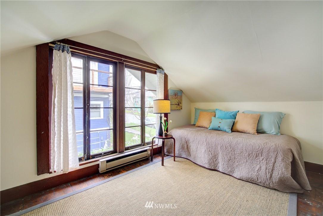 Sold Property | 1330 N Lucas Place Seattle, WA 98103 14